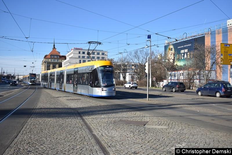 TW 1004 als Linie 3 kurz vor der Haltestelle Hauptbahnhof.