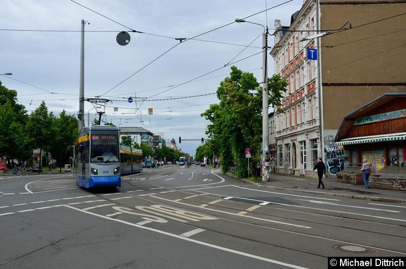 1318 + 1305 als Linie 11 am Connewitzer Kreuz.