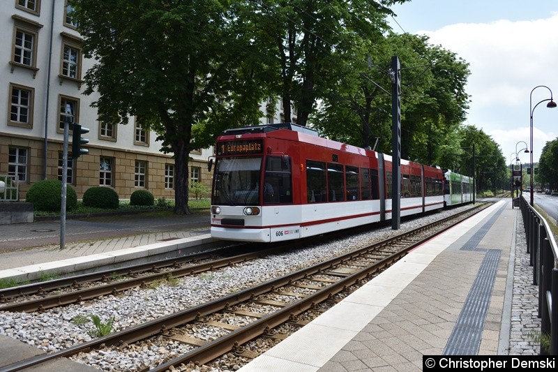 TW 606+616 als Linie 1 an der Haltestelle Landtag/Stadion Nord.