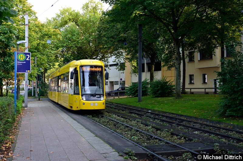 8009 als Linie 106 (diese Linie ist mit der Linie 101 gekoppelt) an der Haltestelle Phillipusstift.