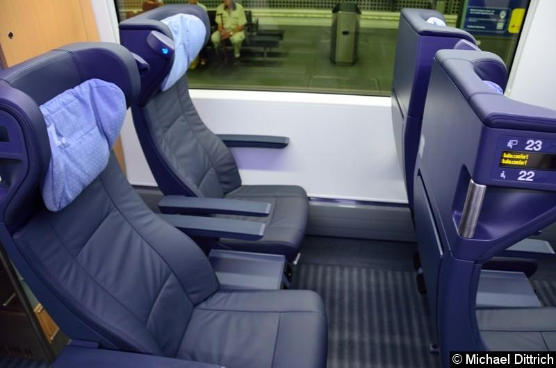 Blick auf einen Doppelsitz der 1. Klasse.