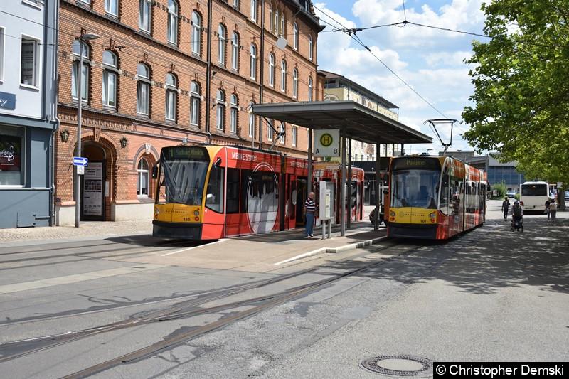 Combino Advanced TW 105 und 107 am Bahnhofsvorplatz