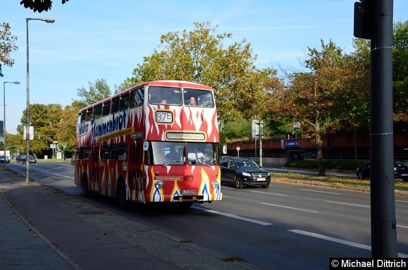 Aus Anlass des Straßenbahnfestes in Hakenfelde fuhr der 2329 als Linie 97E zum Rathaus Spandau.