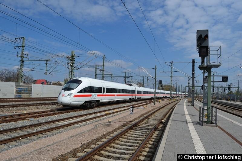 Bild: 411 010 beim Verlassen des Erfurter Hauptbahnhofs.