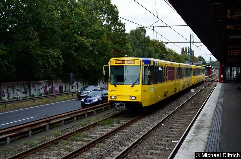 5101 + 5122 als Linie U18 auf dem Weg nach Mülheim Hbf. kurz hinter der Haltestelle Rosendeller Straße.