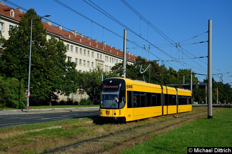 2626 als Linie 1 in der Grunaer Straße zwischen den Haltestellen Deutsches Hygiene-Museum und Pirnaischer Platz.