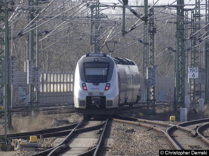 9442 303 bei der Ausfahrt des Erfurter Hauptbahnhofs