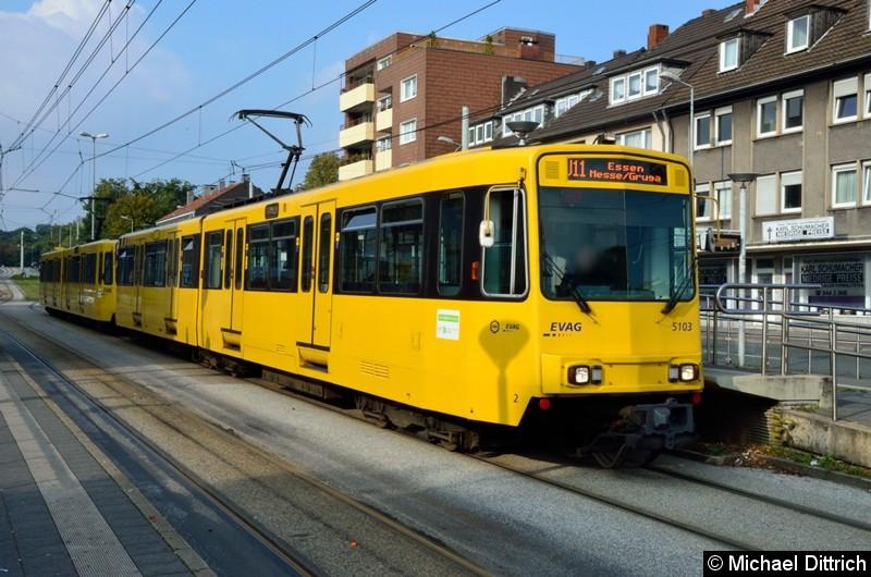 5103 + 5144 als Linie U11 in der Haltestelle Buerer Straße in Gelsenkirchen.