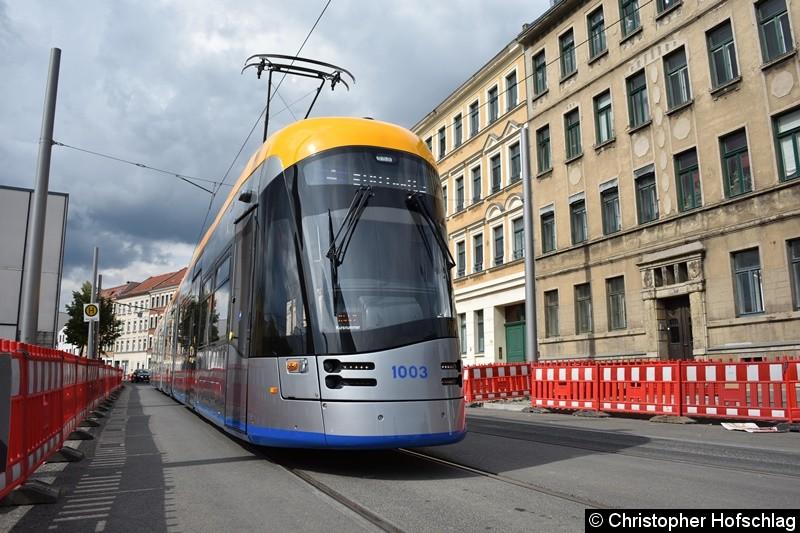 TW 1003 als Linie 4 an der Endstelle Stötteritz.