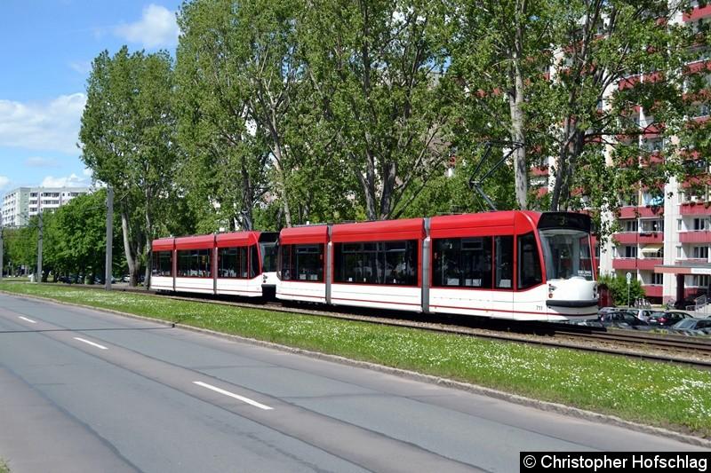 TW 710+711 als Linie 3 in Richtung Europapatz, höhe Nordhäuser Straße kurz vor der Haltestelle Warschauer Straße.