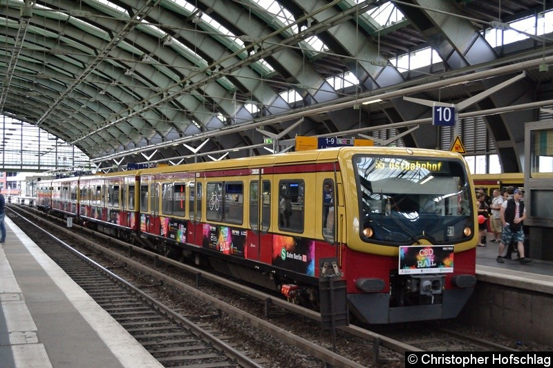 Als CSD on the Rail verkehrte dieser Sonderzug als Linie S5 zwischen den Bahnhöfen Ostbahnhof und Charlottenburg. Mit diesem Zug wirbt die S-Bahn für Toleranz und Akzeptanz.