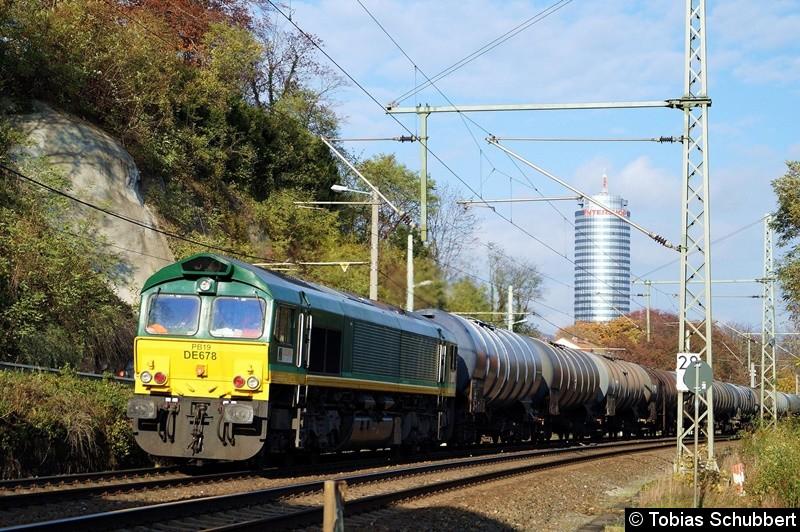 Class 66 (DE 678) bei Jena mit einen Güterzug.