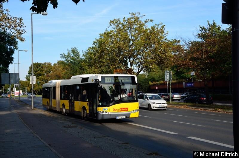 4228 als Linie X33 auf dem Altstädter Ring in Richtung Rathaus Spandau.
