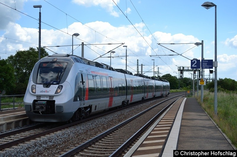 9442 301-9 als RE 17 bei der Durchfahrt in Erfurt-Vieselbach