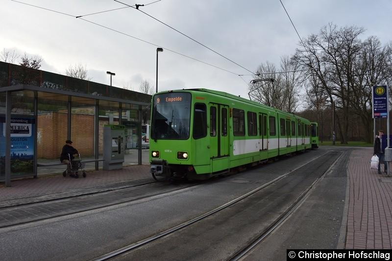 TW 6235+6129 als Linie 9 an der Endstelle Fasanenkrug.