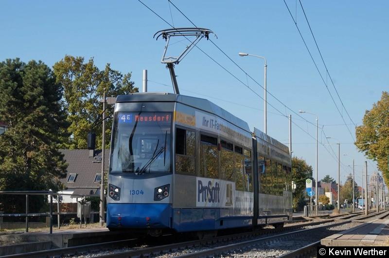 TW 1304 als Linie 4E nach Meusdorf an der Haltestelle Roseggerstraße.