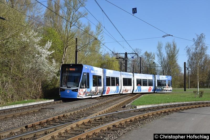 TW 607 verlässt grade die Gleisschleife Rügener Straße.