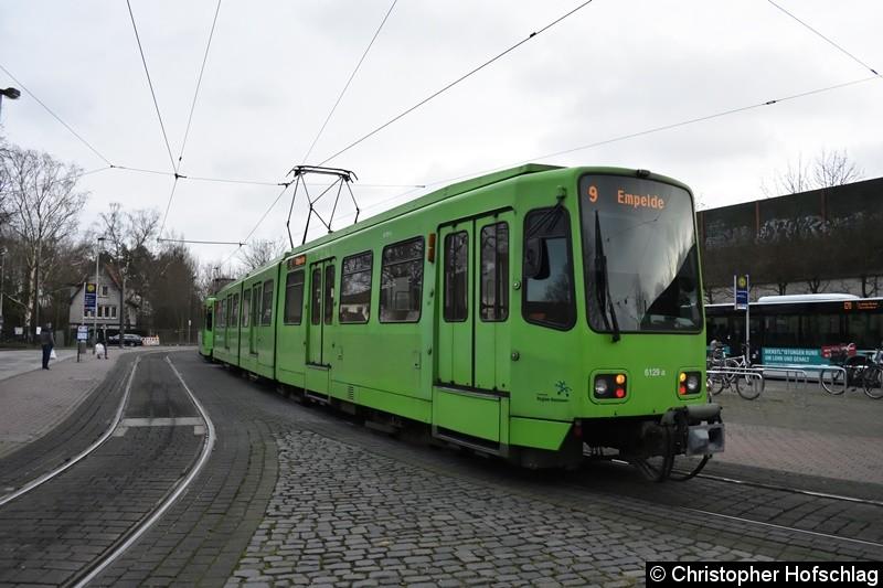 TW 6129+6235 als Linie 9 an der Endstelle Fasanenkrug.