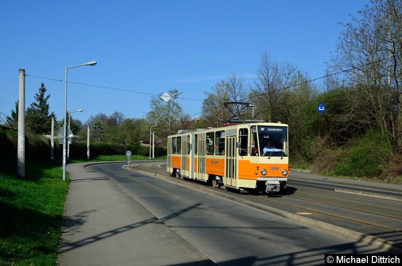 1308 in der Wurzner Str. kurz vor den Eisenbahnbrücken.