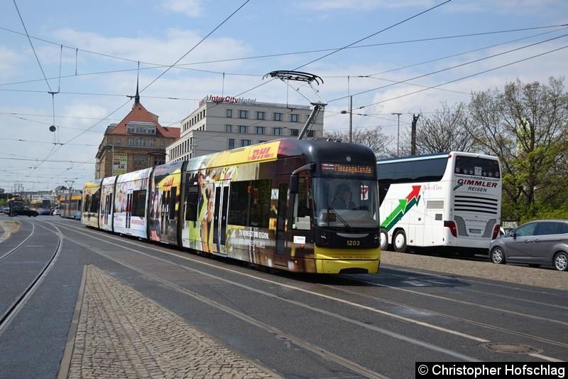 TW 1203 als Linie 56 kurz vor der Haltestelle Hauptbahnhof,Westseite.