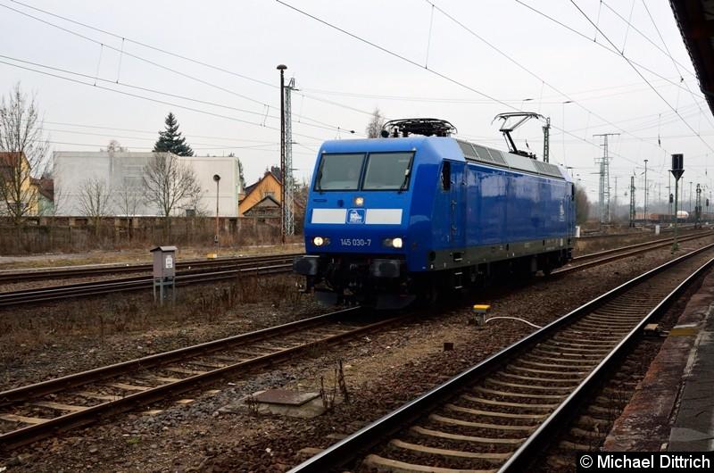 Nach dem die 145 030-7 abgestellt hat, rangiert sie in Stendal aufs Abstellgleis.