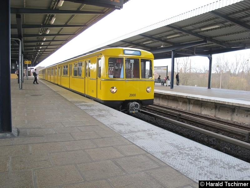 Bild: Bei Probefahrten im Bahnhof Wuhletal.