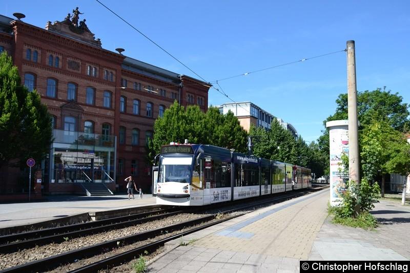 TW 645+704 als Linie 2 an der Haltestelle Gorkistraße.