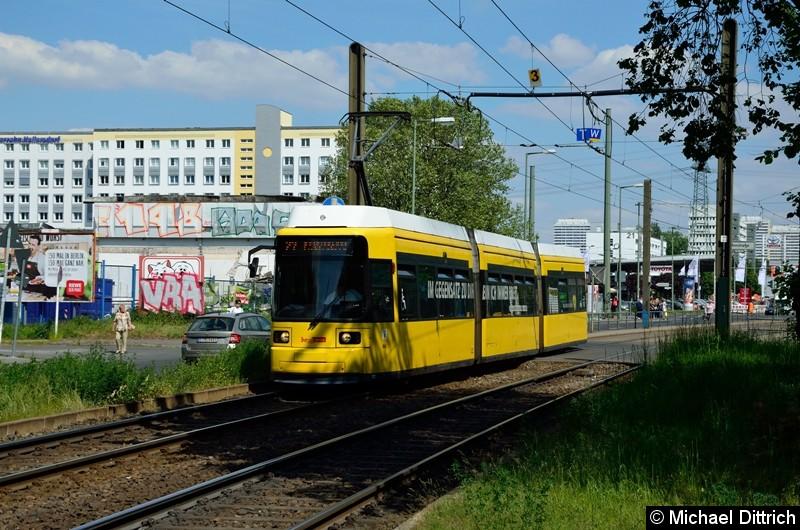 1522 als Linie 27 hinter der Haltestelle Allee der Kosmonauten/Rhinstraße.