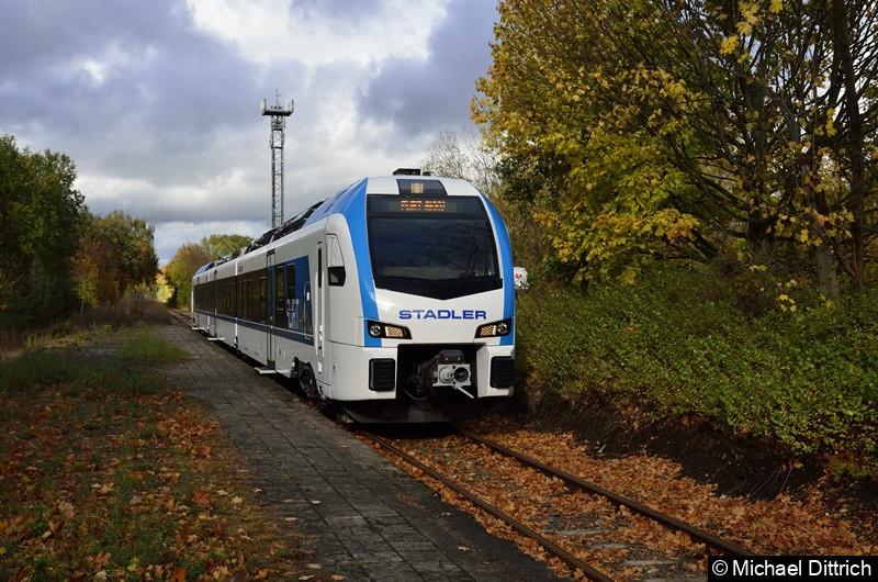 Er ist der erste Akku Flirt der Firma Stadler Pankow GmbH. Hier bei einer Präsentationsfahrt am Bahnhof Schildow.