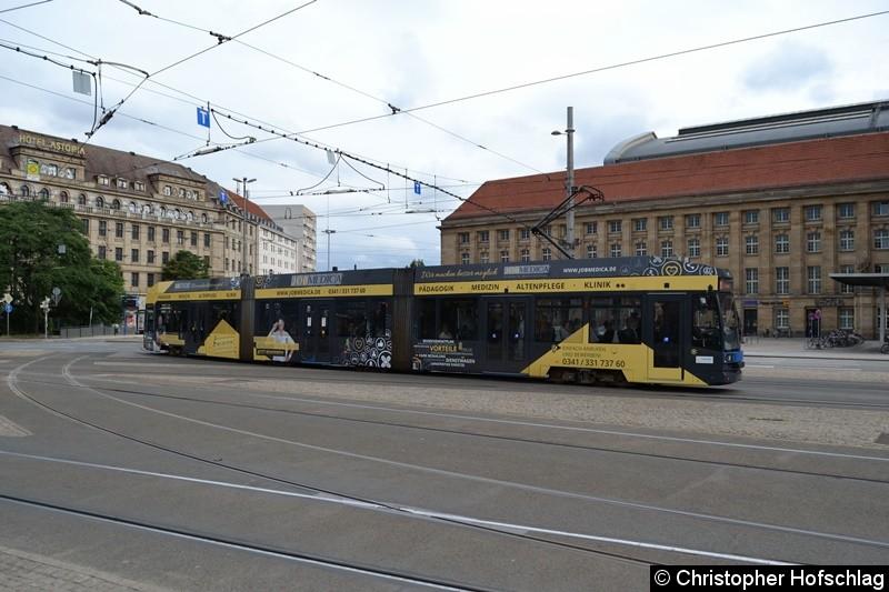TW 1115 bei der Einfahrt in die Haltestelle Hauptbahnhof