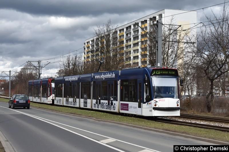 TW 645+709 als Linie 3 zwischen den Haltestellen Europaplatz und Thüringen-Park.