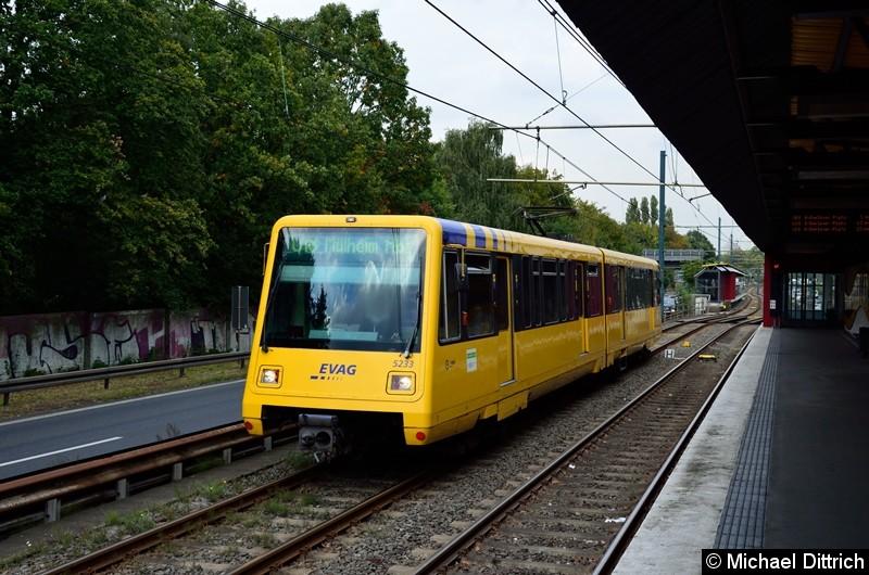 5233 als Linie U18 auf dem Weg nach Mülheim Hbf. kurz hinter der Haltestelle Rosendeller Straße.