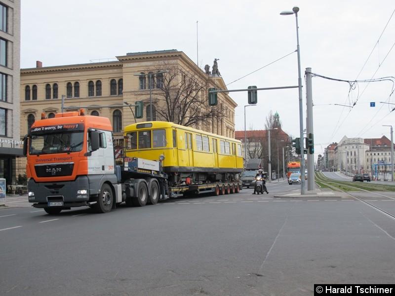 Bild: Wagen 2000 in Höhe des Hauptbahnhofs.