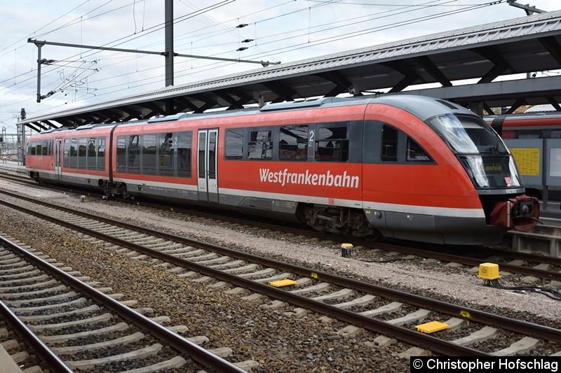 BR 642 062 beim Fahrgastwechsel in Erfurt Hauptbahnhof.