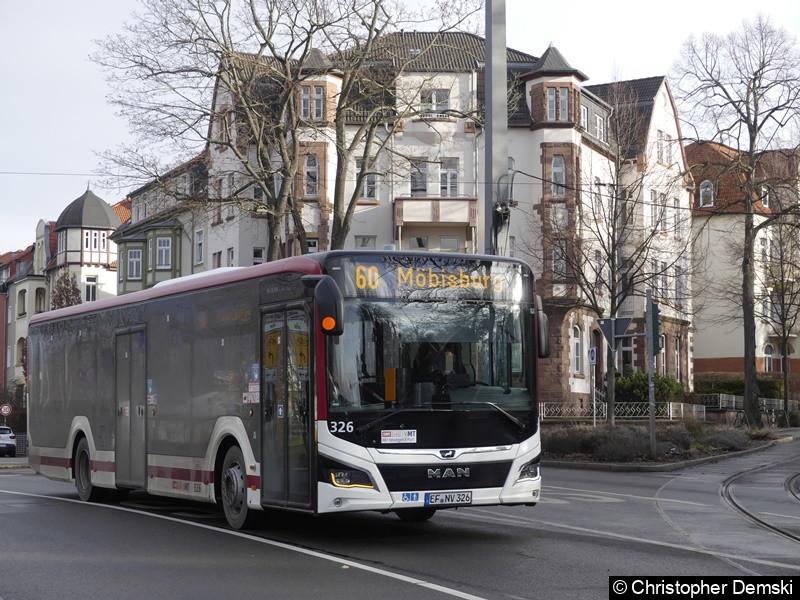 Wagen 326 als Linie 60 nach Möbisburg auf der Schillerstraße.